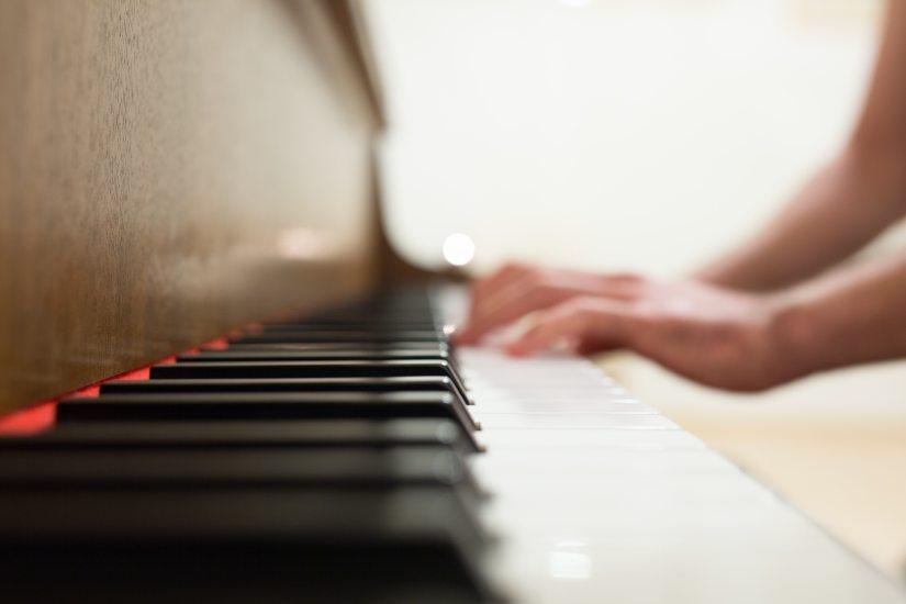 hands-keyboard-music-34583